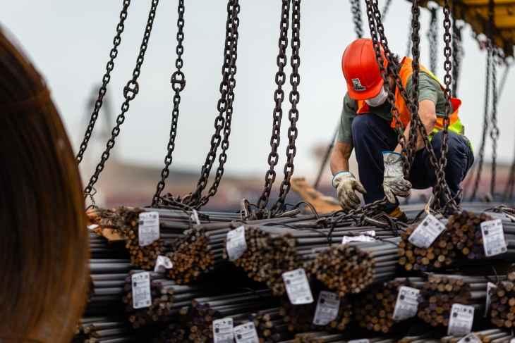 Brasil recebe 20 mil toneladas de aço importado por cooperativa de construtoras